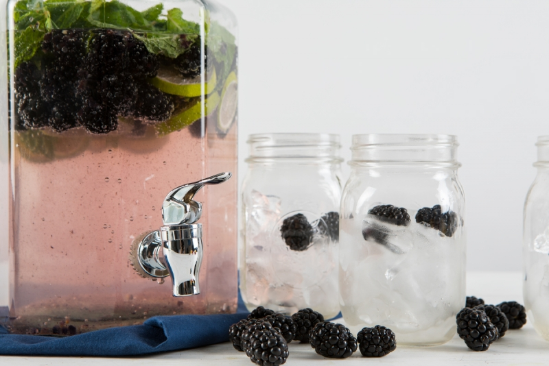 blackberry, mint and ginger beer cooler