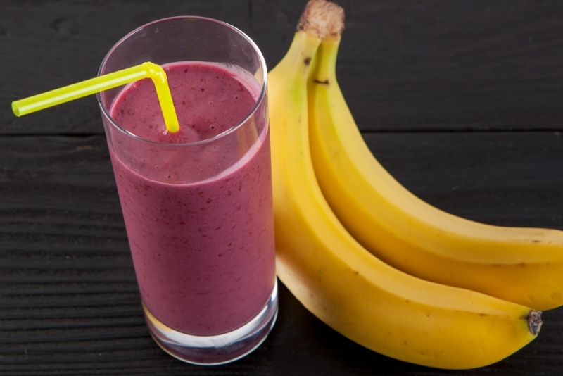 Smoothie and two bananas
