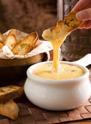 http://www.nuggetmarket.com/media/images/gouda_fondue021.jpg